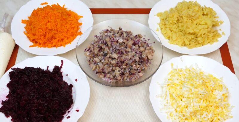 Селедка под шубой - классические пошаговые рецепты + слои по порядку | Топ классических рецептов селедки под шубой + последовательность слоев